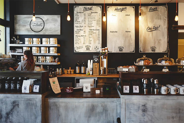 Moderne Beleuchtungslösung in einem Coffeeshop
