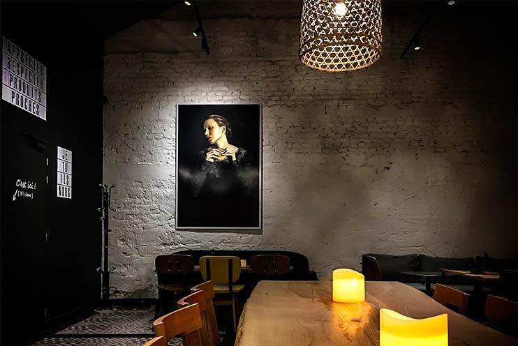 Direkte und indirekte Beleuchtung in einem Esszimmer