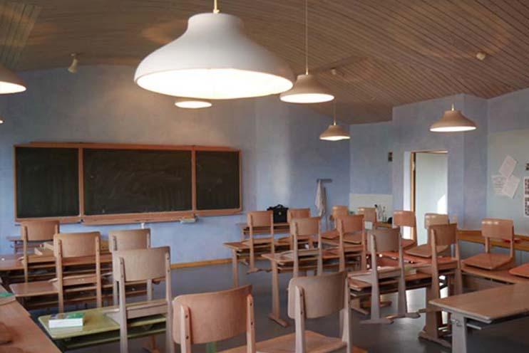 Klassenzimmer in der Waldorfschule Goettingen vor der Installation von LED Pendelleuchten Up&Down