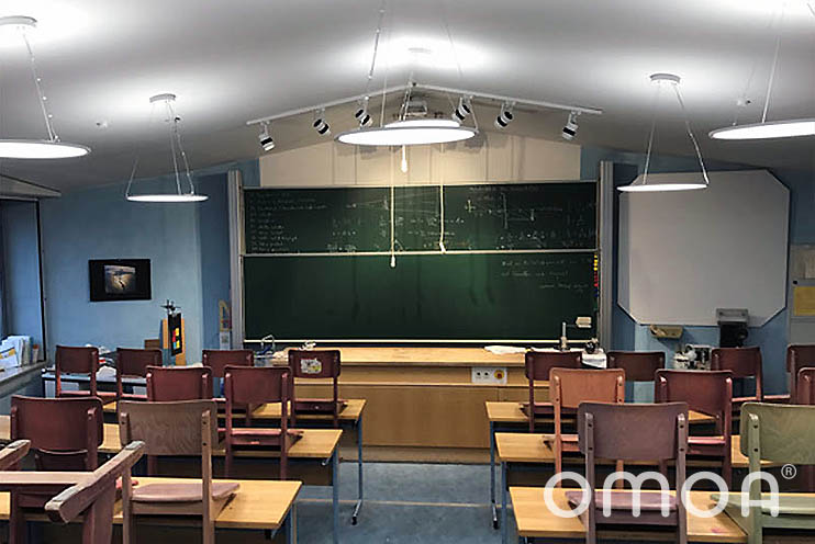 Physiksaal der Waldorfschule Nürtingen nach der Installation von LED Rundpanels Up & Down