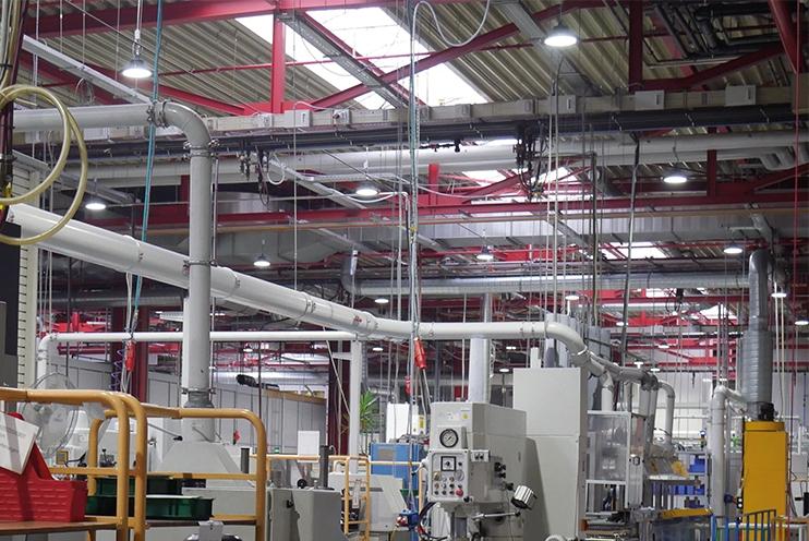 Technische Beleuchtung mit omoa LED Hallenstrahlern bei der Ceratizit Empfingen GmbH